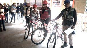 Entrega de bicicletas y reconocimientos en el aula Tepepan